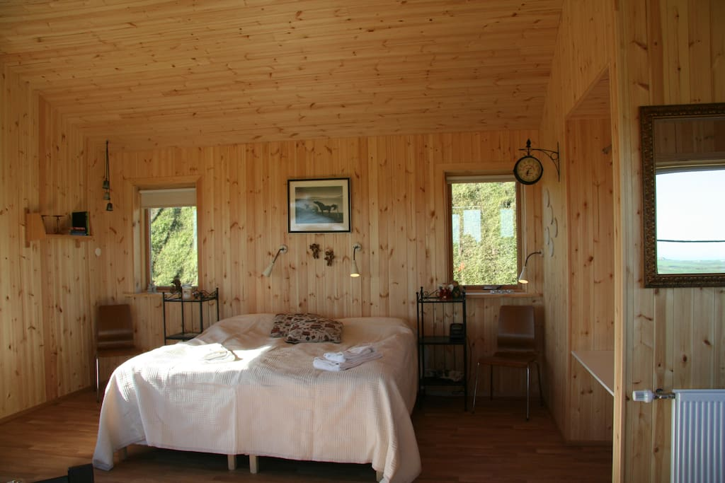 Hestheimar offers 6 cottages, each 35 sq meters with double bed, sofa bed, kitchenette and private bathroom. Also patio with great view ( weather permitting). Heated with natural geothermal warm water. Free Wi Fi, free parking.
