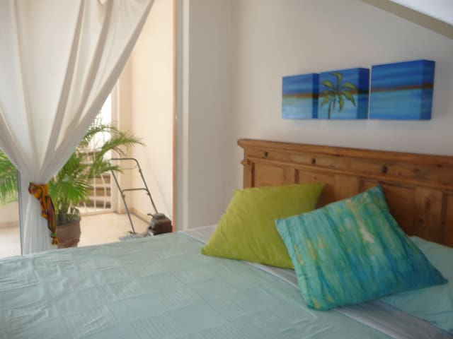 Poolside guest room, king bed
