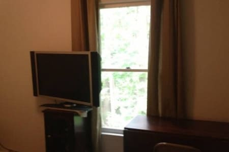 Quiet Room in Chapel Hill - B - Townhouse