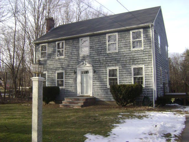 Single Bedroom in Colonial Home near Boston