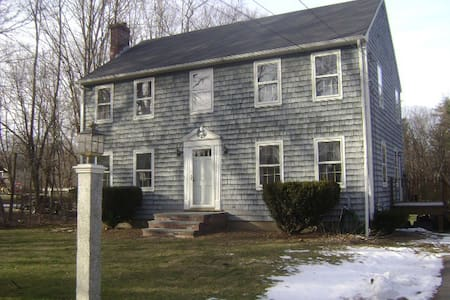 Single Bedroom in Colonial Home near Boston - Millis - Casa