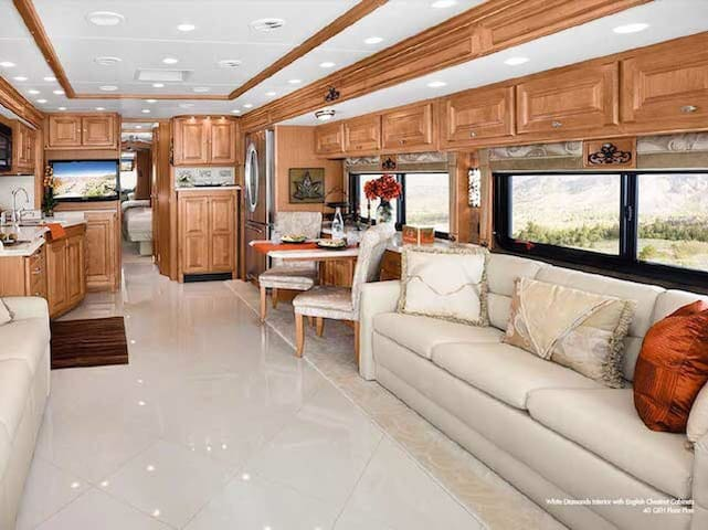 LUDINGTON luxury motorcoach! - Ludington - Camper/RV