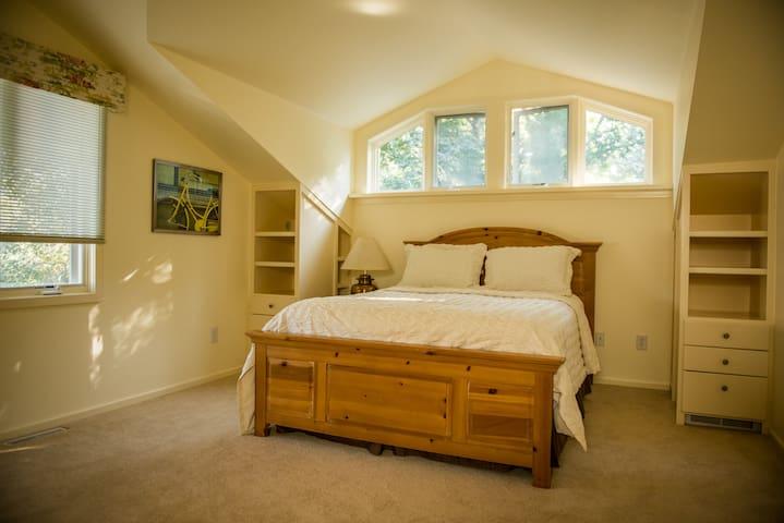 Sunny Yellow Bedroom / Bath Suite