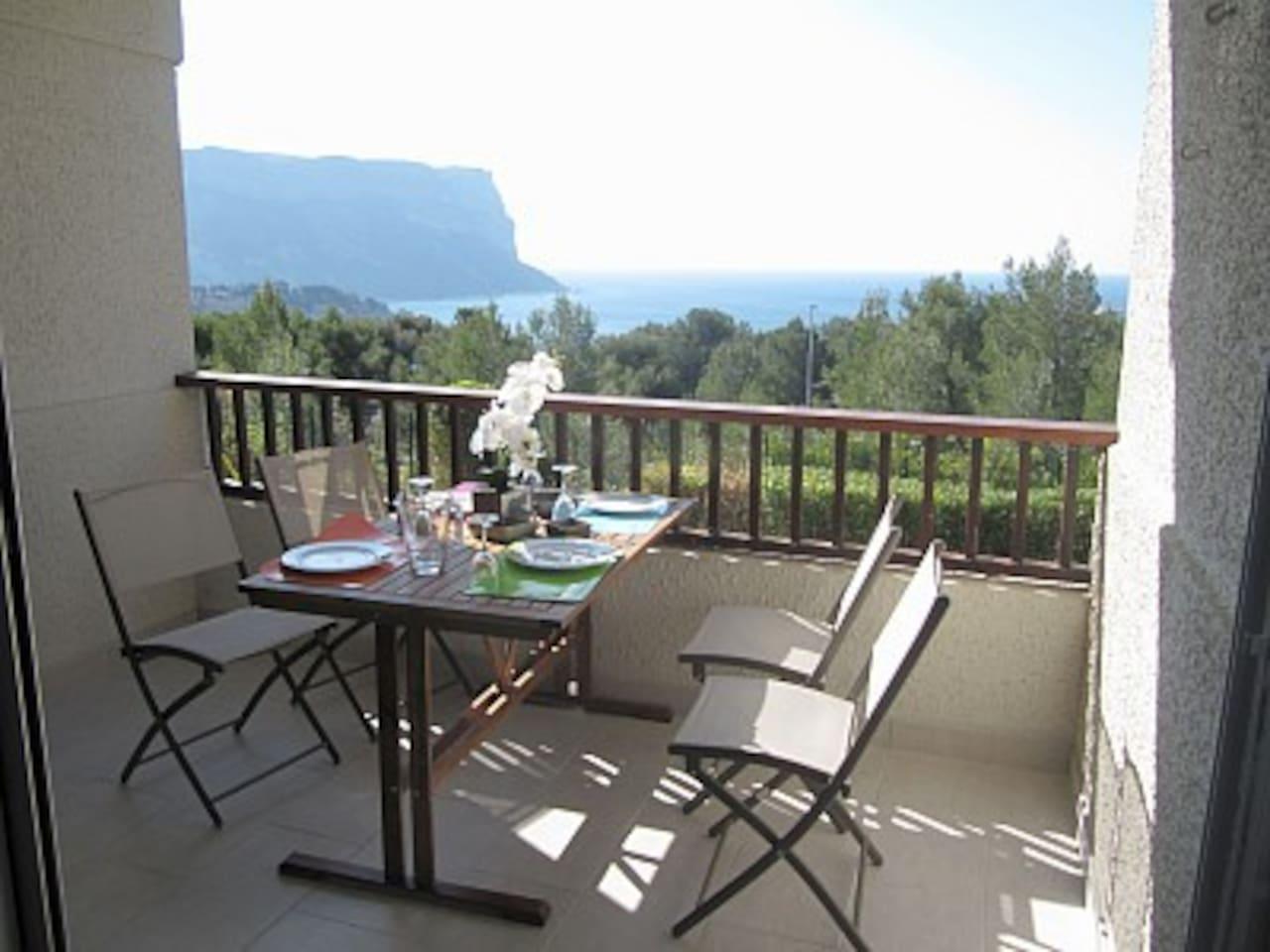 la loggia pour prendre vos repas à 4 personnes au soleil, appartement plein sud