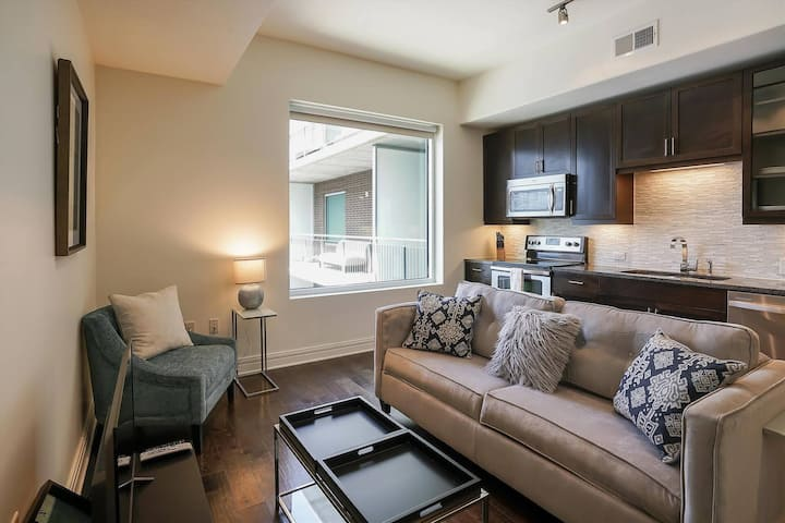 Kasa Austin | Work Friendly Studio with Kitchen + Fast WiFi | Downtown South
