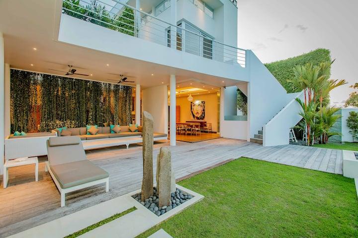 Pecatu 4 Bedroom with Ocean and Golf View