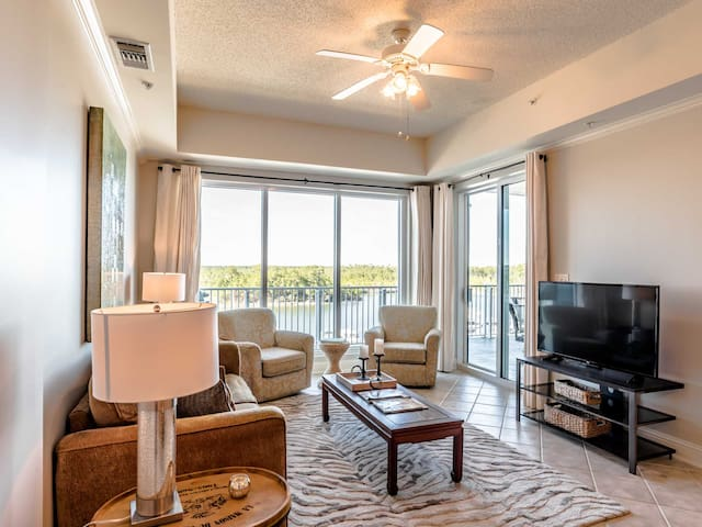 Harbor Front Private Condo at The Wharf. Close to Dining and Shopping!