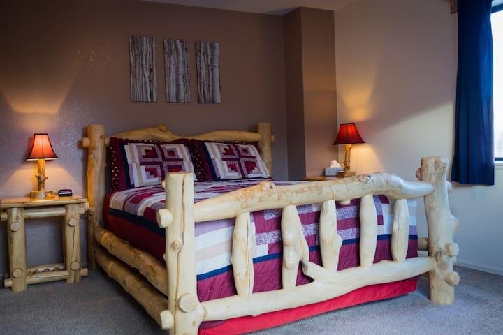 Mt. Harvard Room - Buffalo Peaks Bed & Breakfast