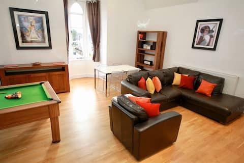Liverpool, Luxury 3 bed Apt, sleeps 6, pool table