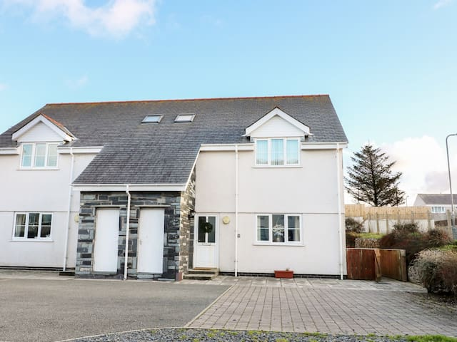 Y ENCILIAD, pet friendly in Rhosneigr, Ref 969455