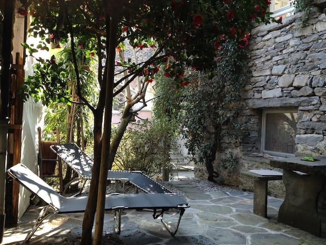 Rustico im Dorfkern von Verscio bei Locarno Tessin - Verscio - House