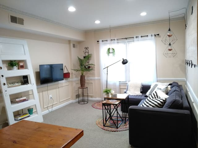 A cozy 1BR DuPont haven!