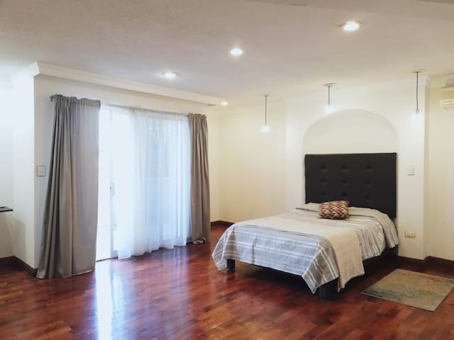 Excellent room in a wonderful house in San Pedro
