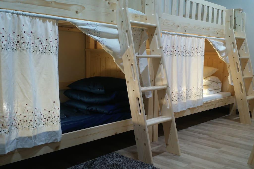튼튼한 원목 2층침대/안전을 위한 경사형사다리/ 넓은 수퍼싱글사이즈