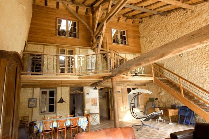 Maison insolite et étonnante - Champagnac-de-Belair