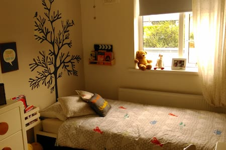 Single Room in a well kept family home - Dundrum - House