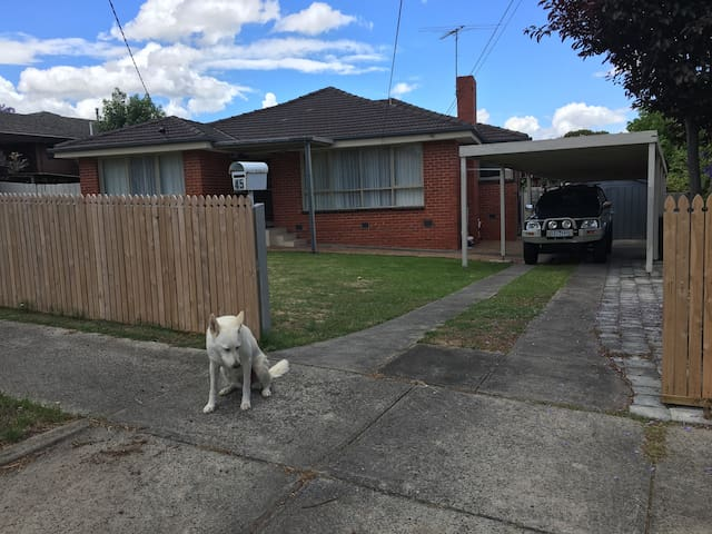 Comfortable House to stay in Mt Waverley