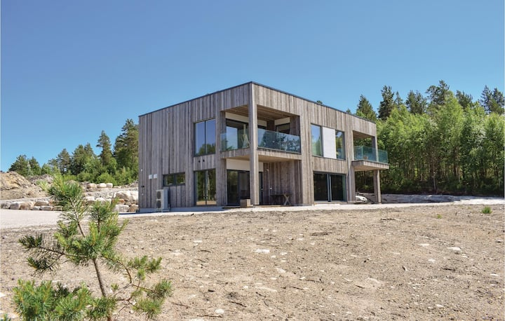 Amazing home in Treungen with WiFi and 4 Bedrooms