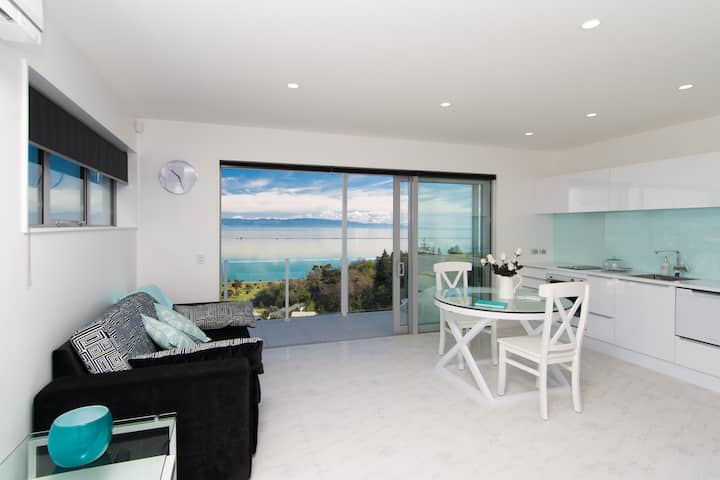 Aqua Heights Apartment -10% Late Summer Special!