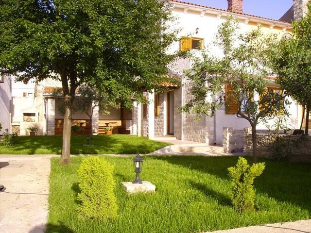 """Kuća za odmor """"Cassa Marija"""" - Valtura - Pension"""