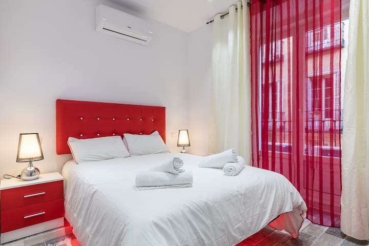 PLAZA MAYOR A-Cozy flat in the heart of the city