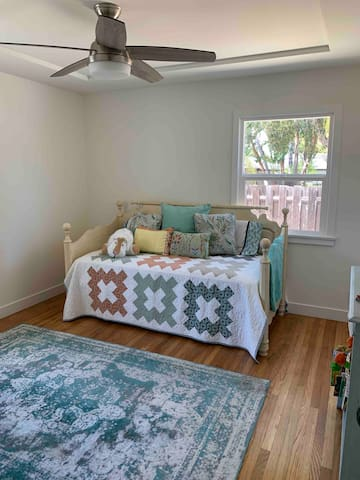 2nd bedroom twin bed with pull out trundle