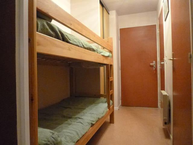 Coin nuit avec lits superposés