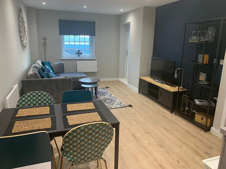 FABULOUS NEW 1 bed APT close to the centre!