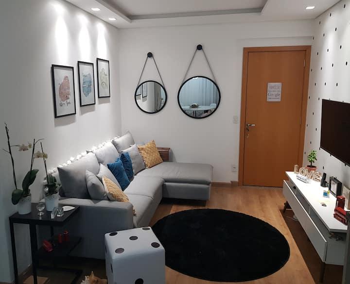 Quarto em apartamento novo e otima localização.