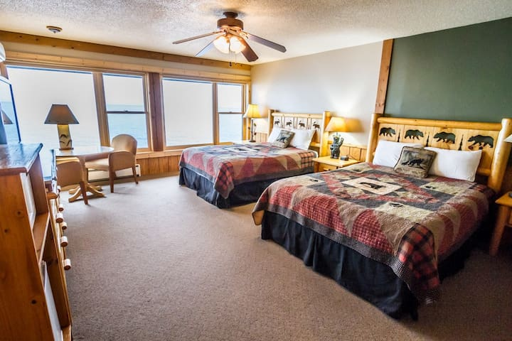 Chateau LeVeaux Suite #302 is the ideal place to rest after a day of skiing, hiking, biking, and exploring Lake Superior`s North Shore