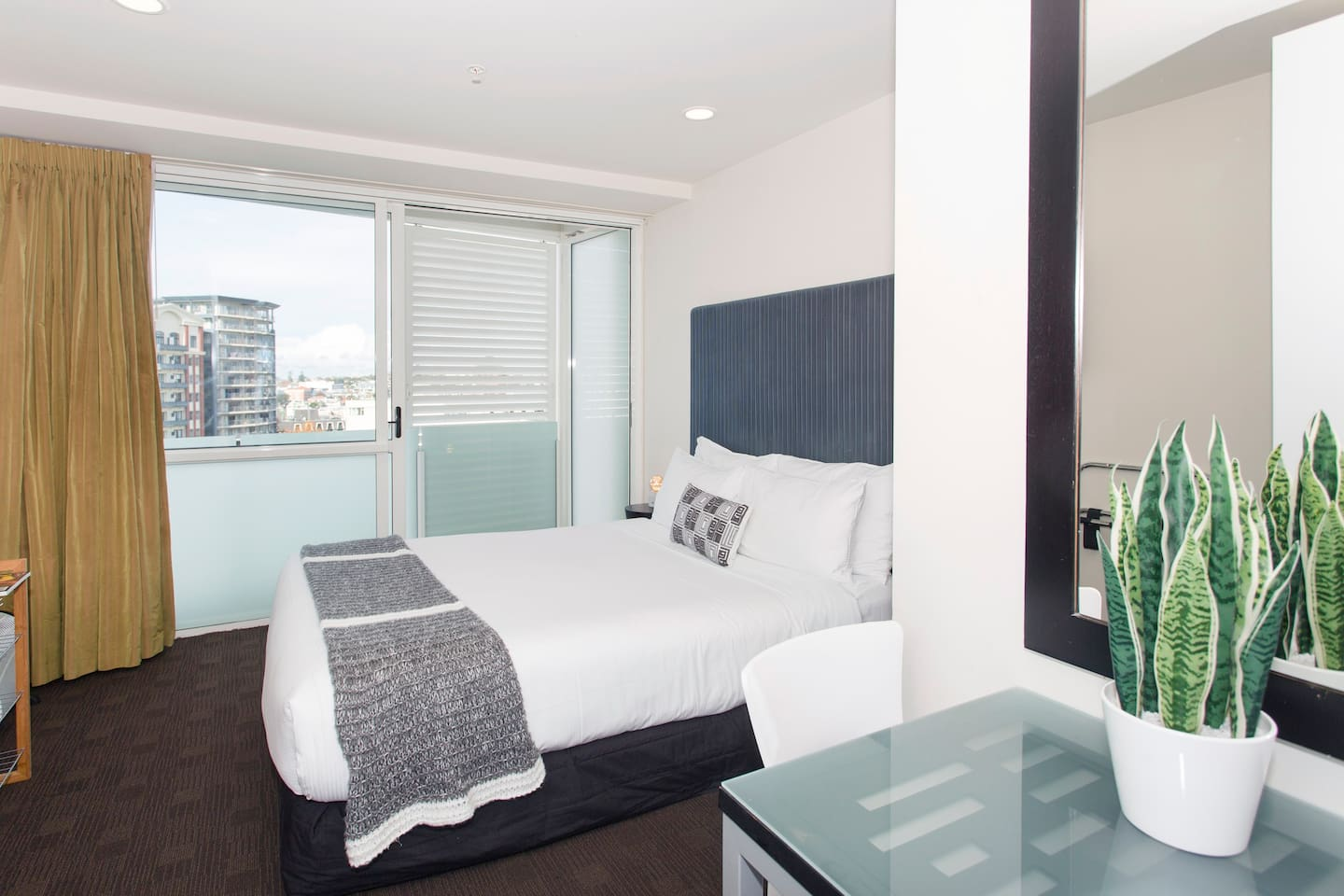 """""""Paul has been an amazing host, always quick in responding and sending lots of information. Apartment was clean and all you need provided. Short walk to the harbour and city centre. Definitely recommend this place for a short city trip!"""" - Marie-Louise"""