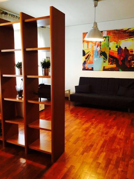 Salone doppio, con A/C, due finestre, divano letto doppio e letto singolo