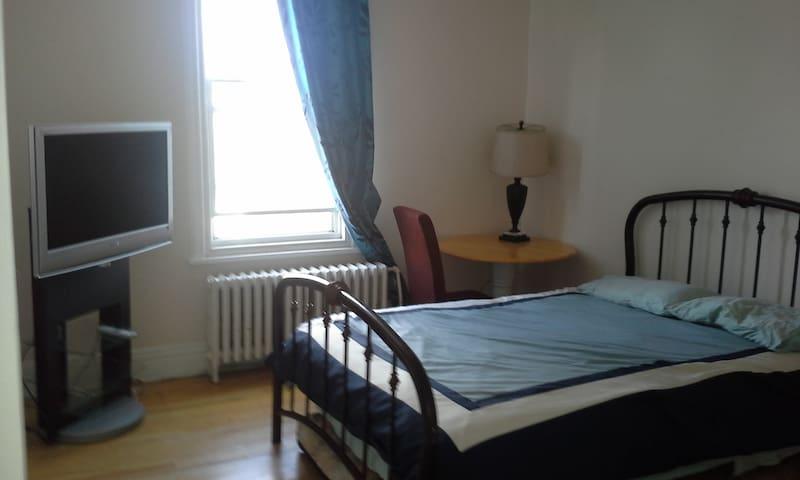 Large Room with queen size bed - Quebec - Apartamento