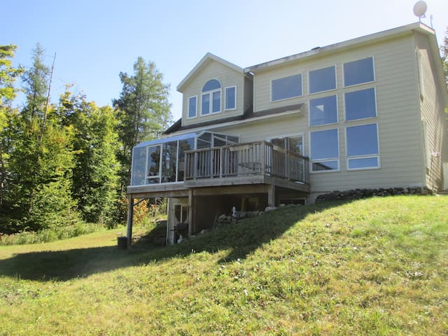 Basement in heart of Laurentians! - Mille-Isles - Casa