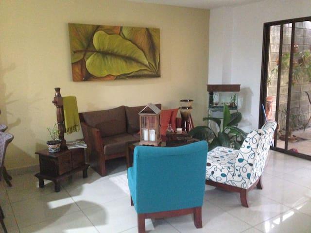 COMFORTABLE AND SECURE ROOM - Heredia Province - Condominium