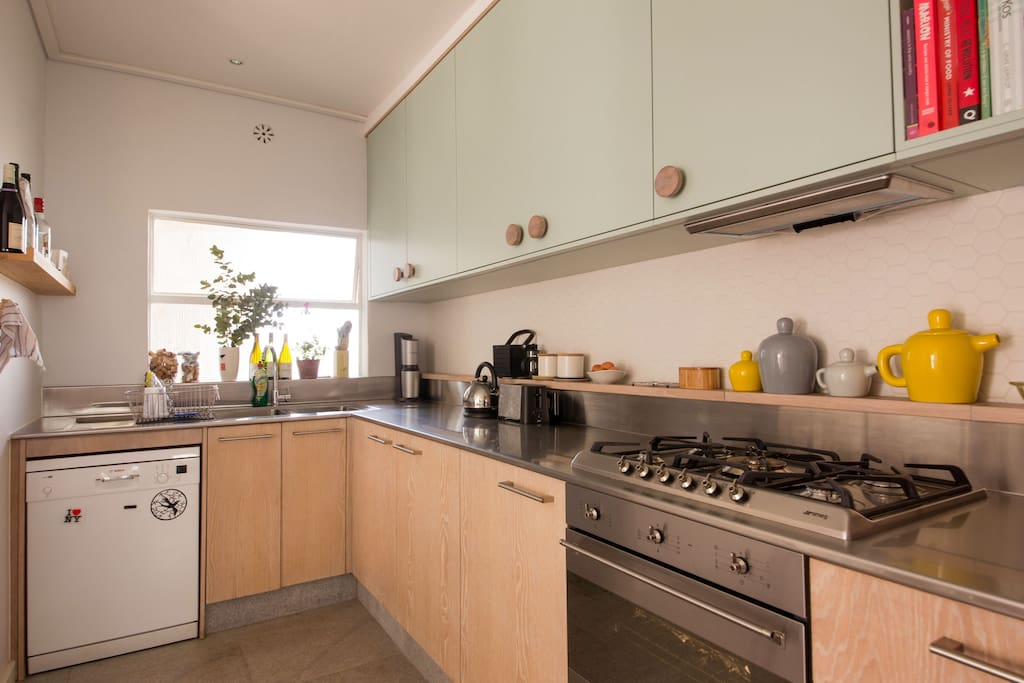 Light airy flat great views awesome kitchen for Kitchens western cape