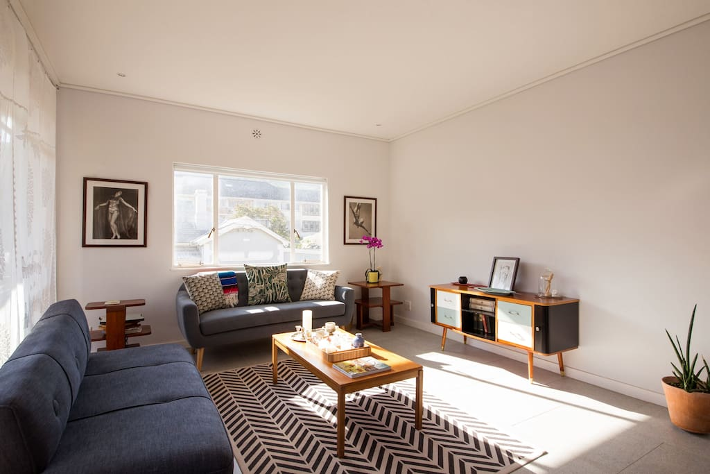 Light airy flat great views awesome kitchen flats for Kitchen lights cape town