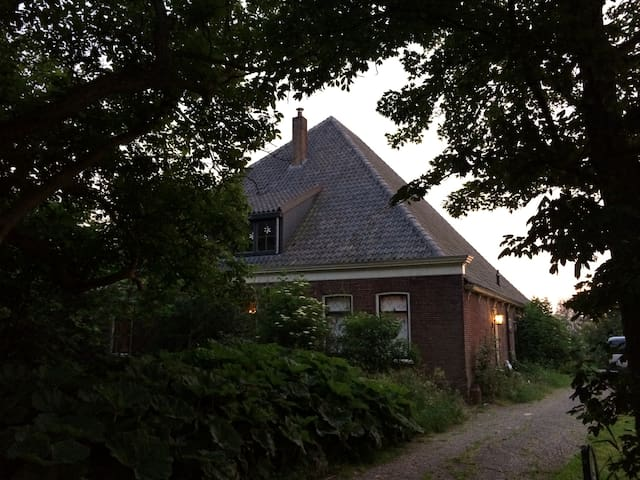 Farmhouse apartment. Total freedom. Pets welcome - Driehuizen - Condominium