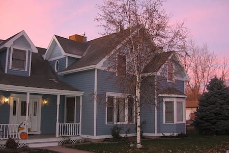 Enjoy the charm of early 1900's Victorian house yet with a modern touch inside.  Because you are walking distance from old town Lafayette you are close to public transportation, grocery stores, restaurants, coffee shops, post office, parks and trails