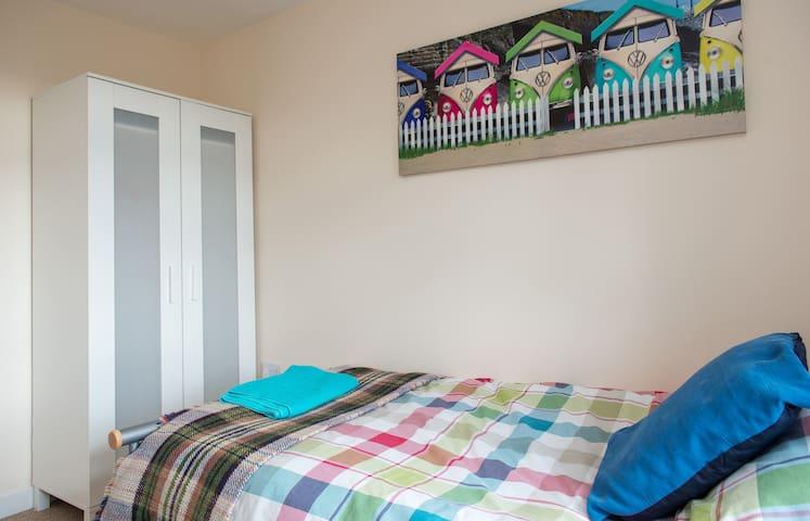 St Mewan twin bedroom next to Rejerrah