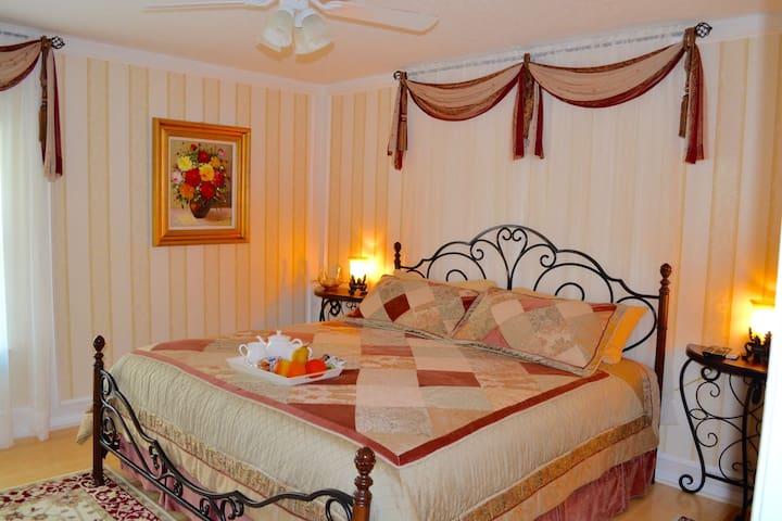 Elegant,Chic half of house–2 rooms. - Orange Park - House