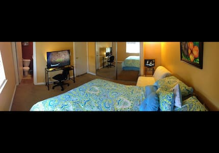 Surf City Sea Breeze Clare Bed n Breakfast Gold - Huntington Beach - Bed & Breakfast