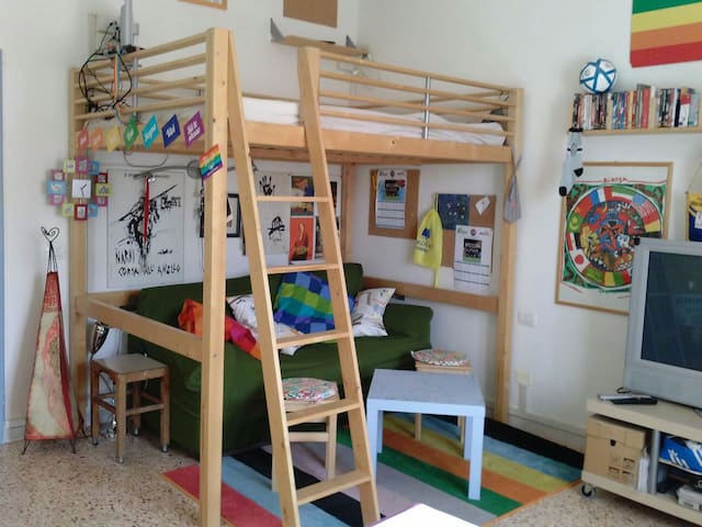 Colorata accogliente in centro - Terni - Apartamento