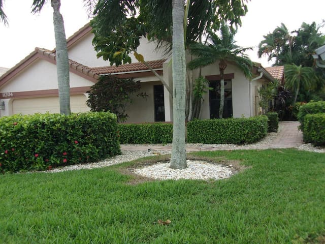 Beautiful turnkey pool home! In a great location! - Boca Raton - Hus