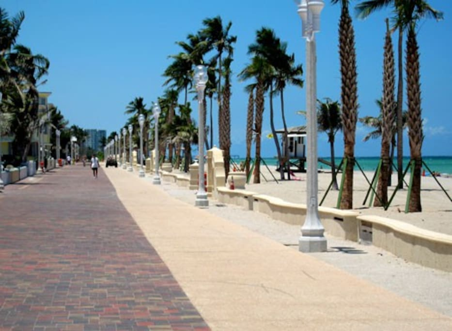 2.5 miles of lively Promenade and pristine beach