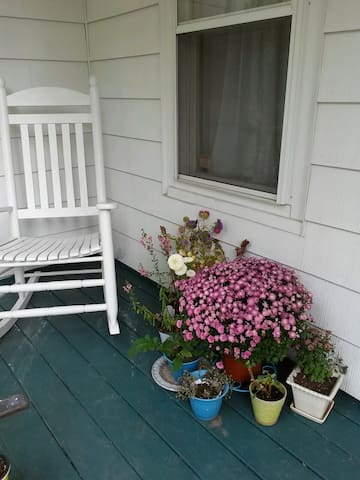 Side porch (looking left)