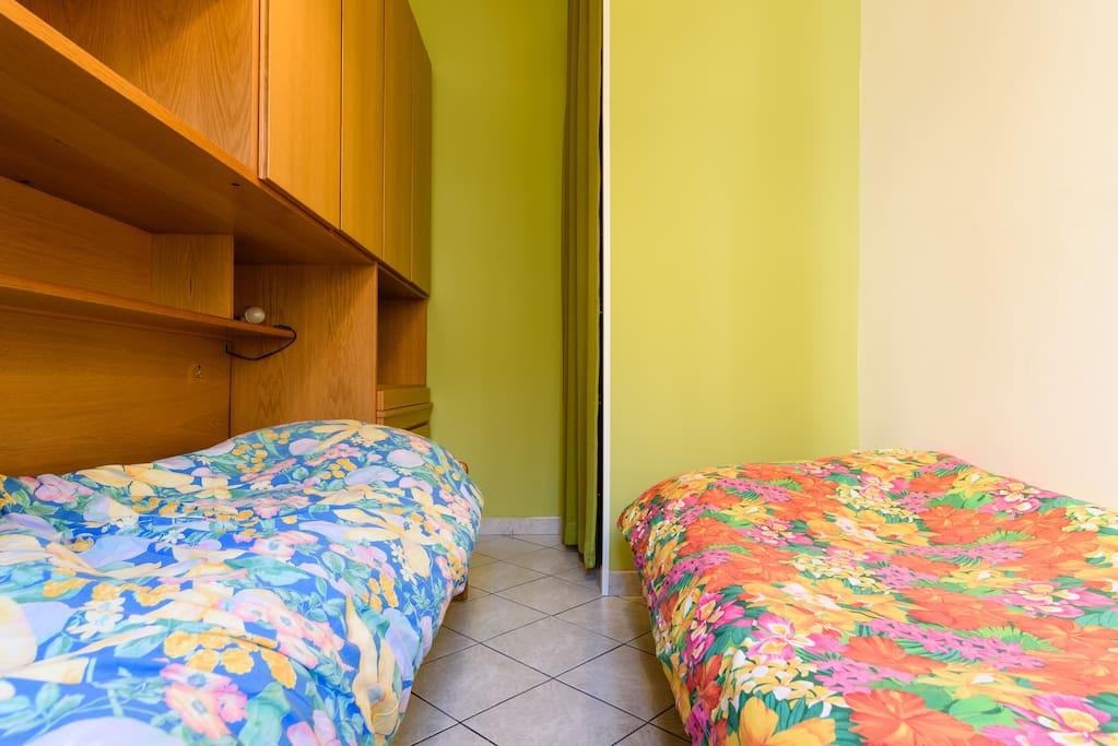 Camera da letto con due letti singoli