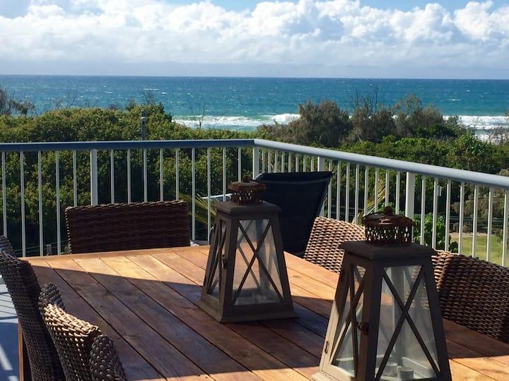 Beachside Apartment with Oceanviews