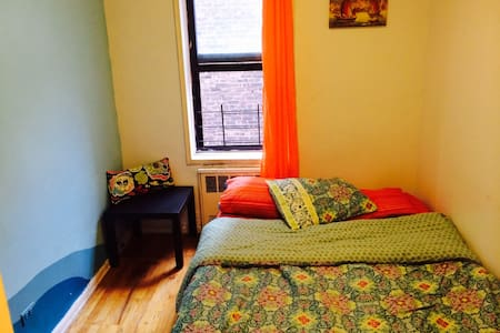 Room type: Private room Bed type: Airbed Property type: Apartment Accommodates: 1 Bedrooms: 1 Bathrooms: 1