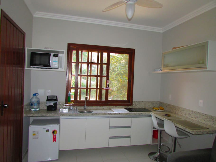 Kitchen recently renovated / Cozinha recem reformada